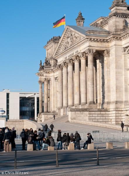 Deutschlandfahne auf Reichstagsgebäude im Regierungsviertel #9596