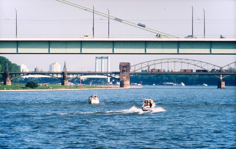 Rhein mit Rheinbrücken in Köln