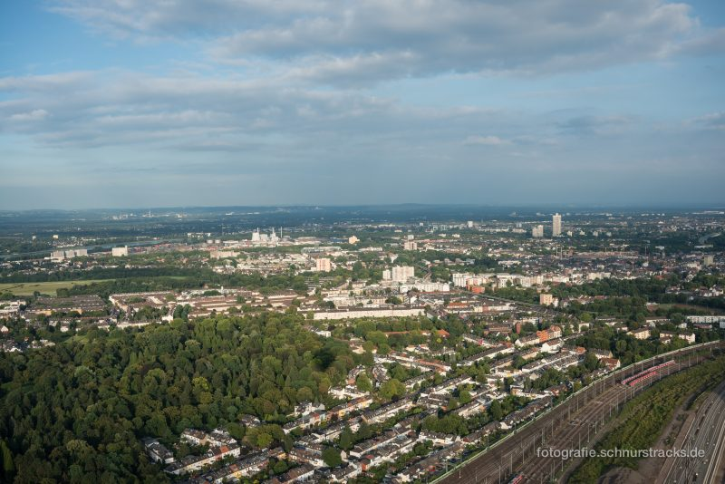 Mauenheim und Weidenpesch von oben, links der Nordfriedhof