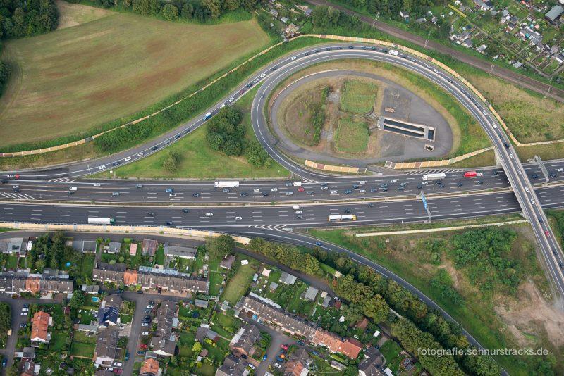 Mülheimer Zubringer zur A3 in Köln Luftaufnahme – Wohnen an der Autobahn