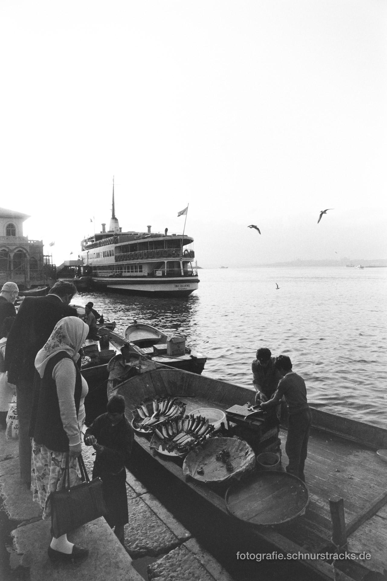 Fischverkauf am Bosporus – Istanbul 1987