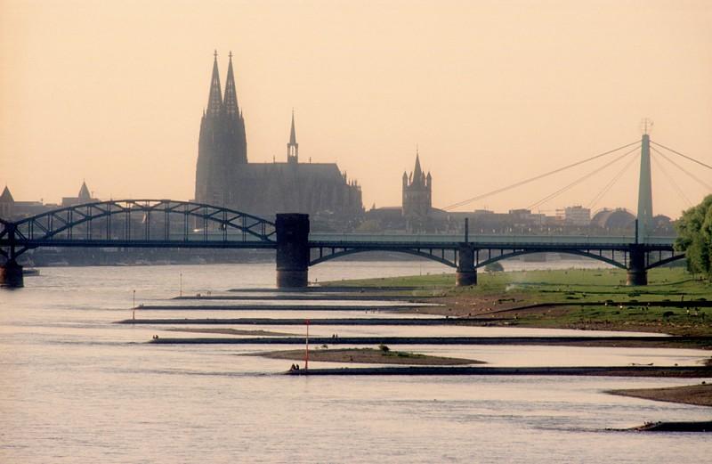 Südbrücke und Dom 19980510-koelner-dom-mit-suedbruecke
