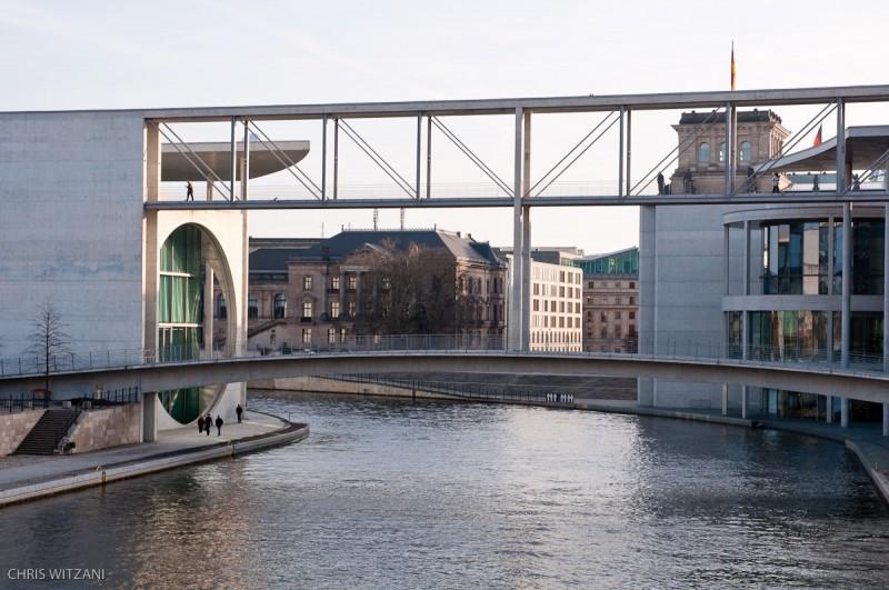 _DSC4124_Berlin_Verbindungsbruecke_Parlament_Spree