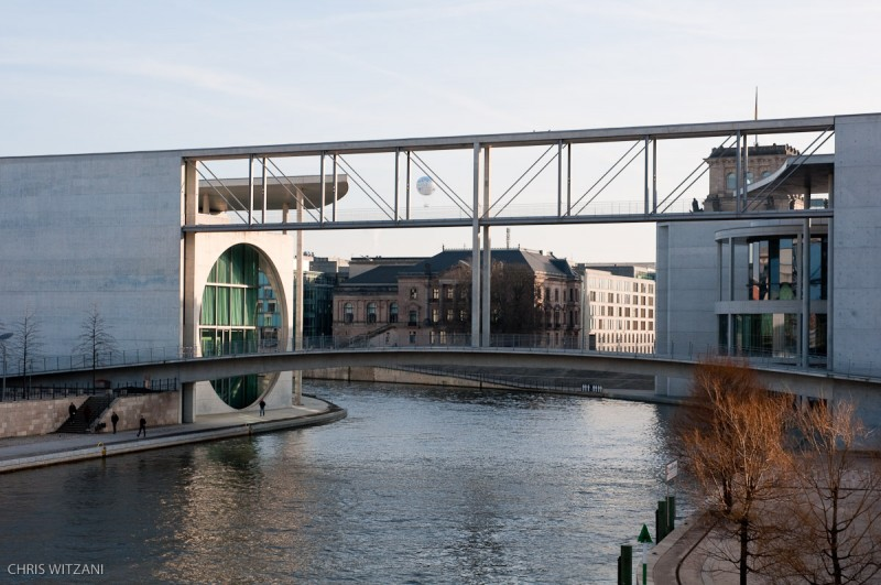_DSC4126_Berlin_Verbindungsbruecke_Parlament_Spree