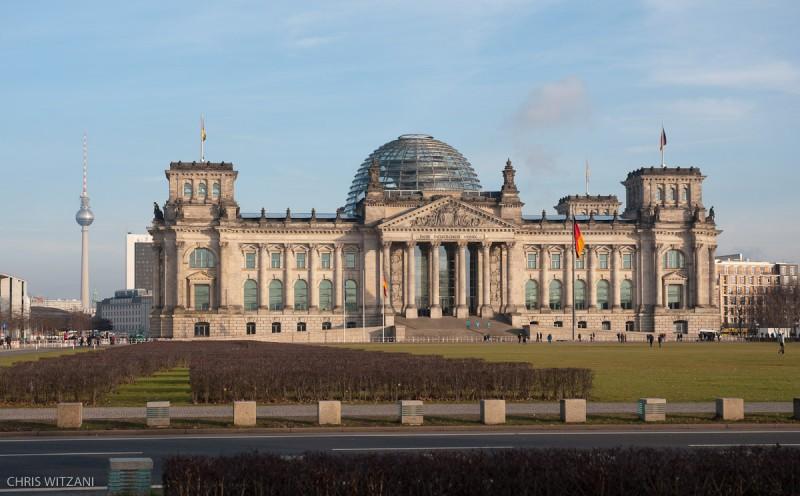 Reichstagsgebäude mit Fernsehturm _DSC4178_Berlin_Reichstagsgebaeude