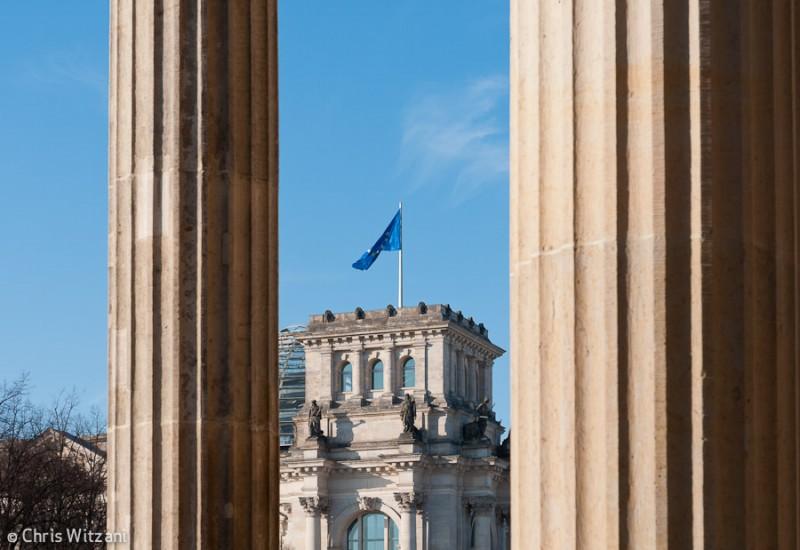 Europafahne auf Reichstagsgebäude im Regierungsviertel #9578
