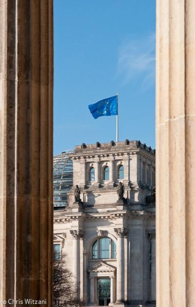 Europafahne auf Reichstagsgebäude im Regierungsviertel #9579