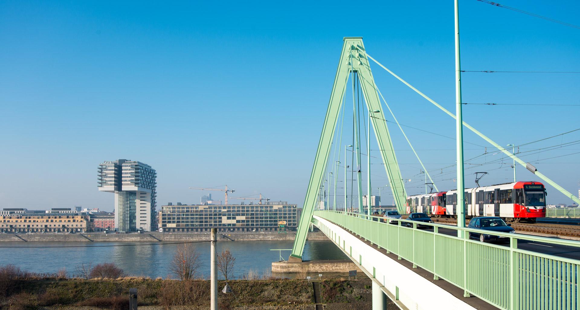 Kranhaus mit Severinsbrücke