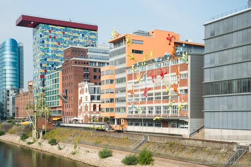 Medienhafen Düsseldorf - Colorium und Roggendorf-Haus mit Flossis