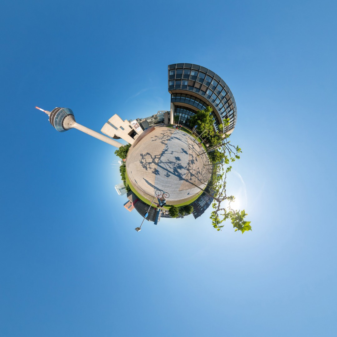 Little Planet Platz vor dem Landtag in Düsseldorf