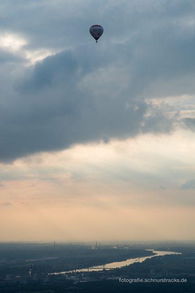 Heißluftballon über Leverkusen und Rhein – Luftbildfotografie #8374
