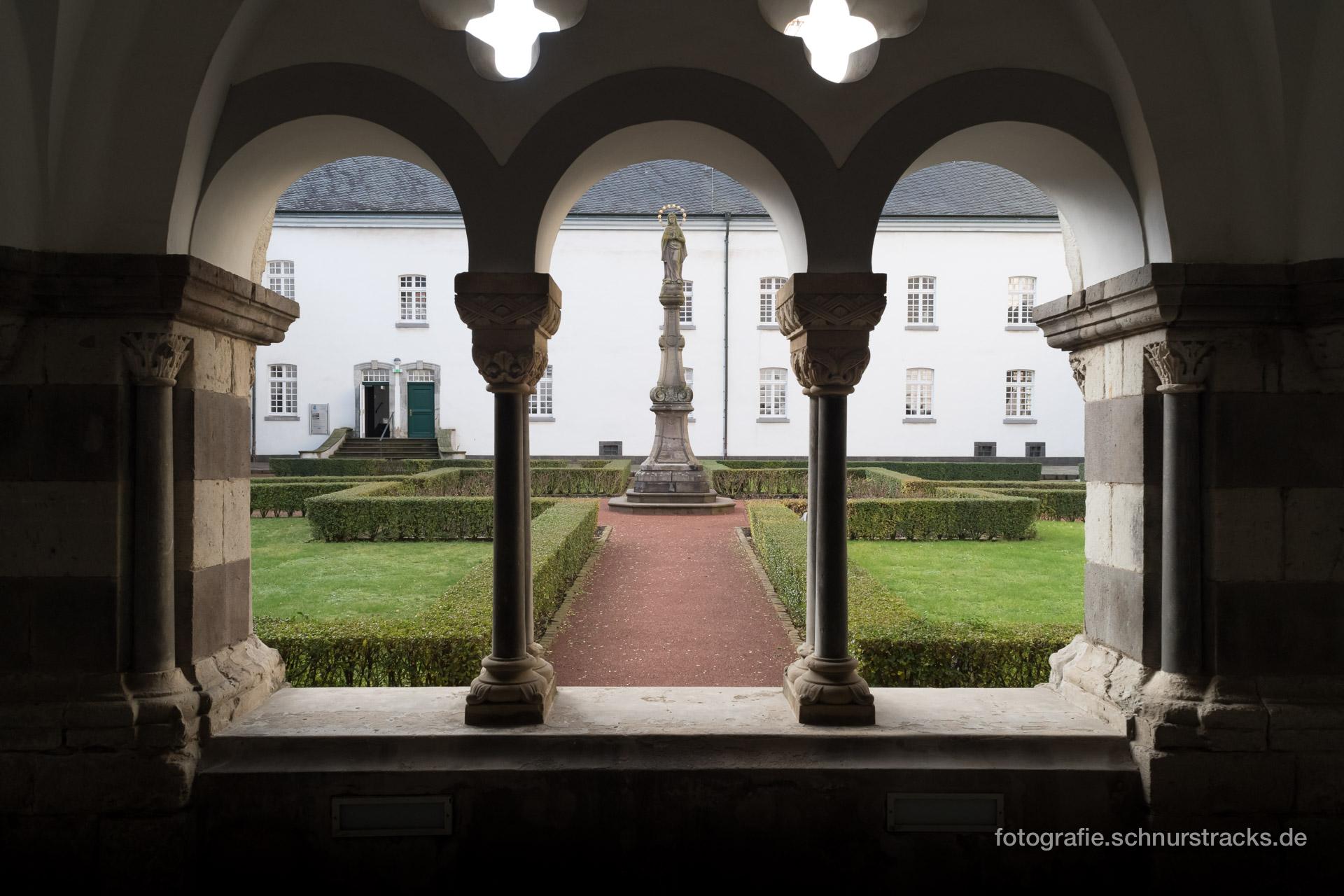 Kreuzgang und Marienhof der Abtei Brauweiler