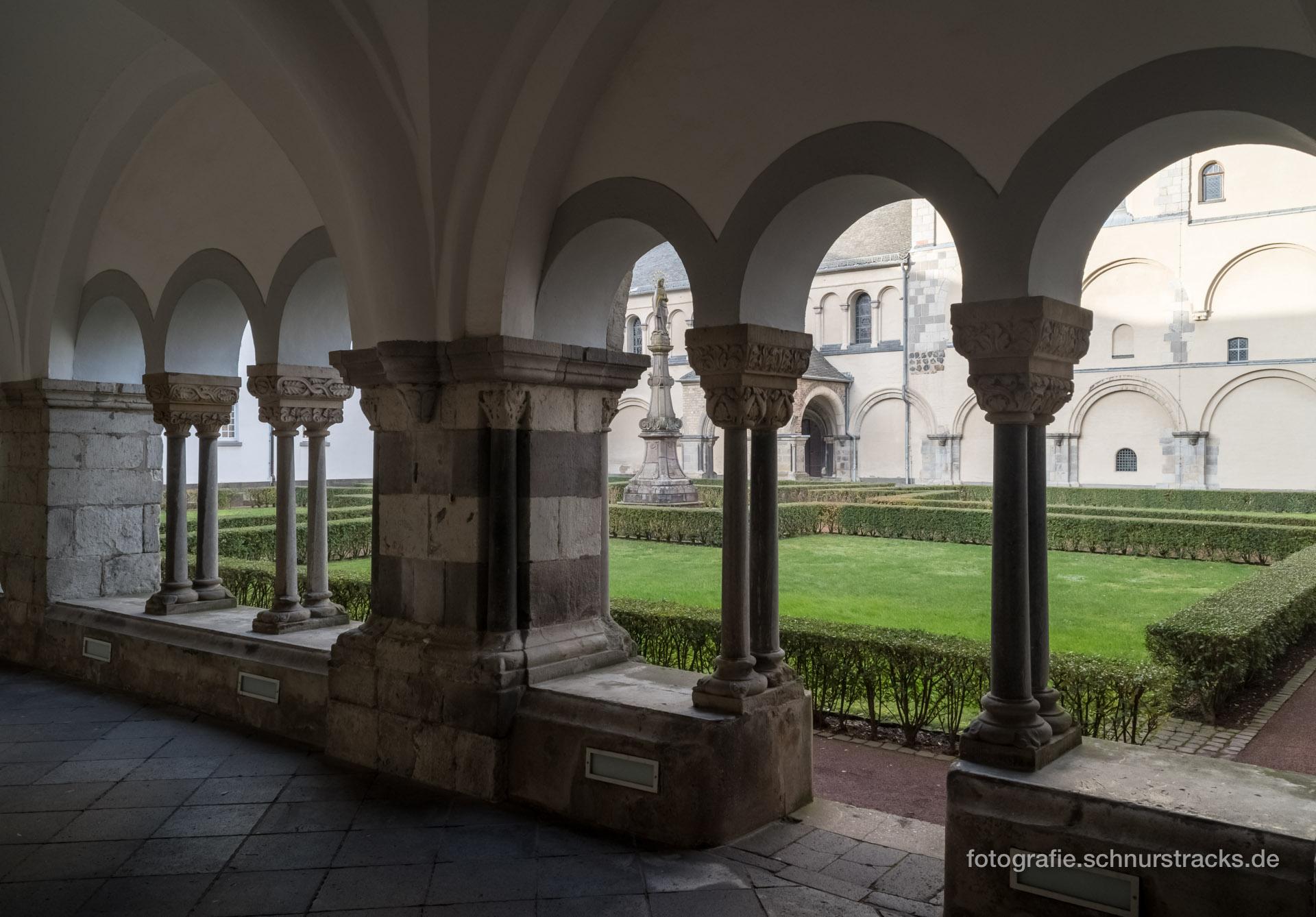 Kreuzgang und Marienhof der Abtei Brauweiler #0244