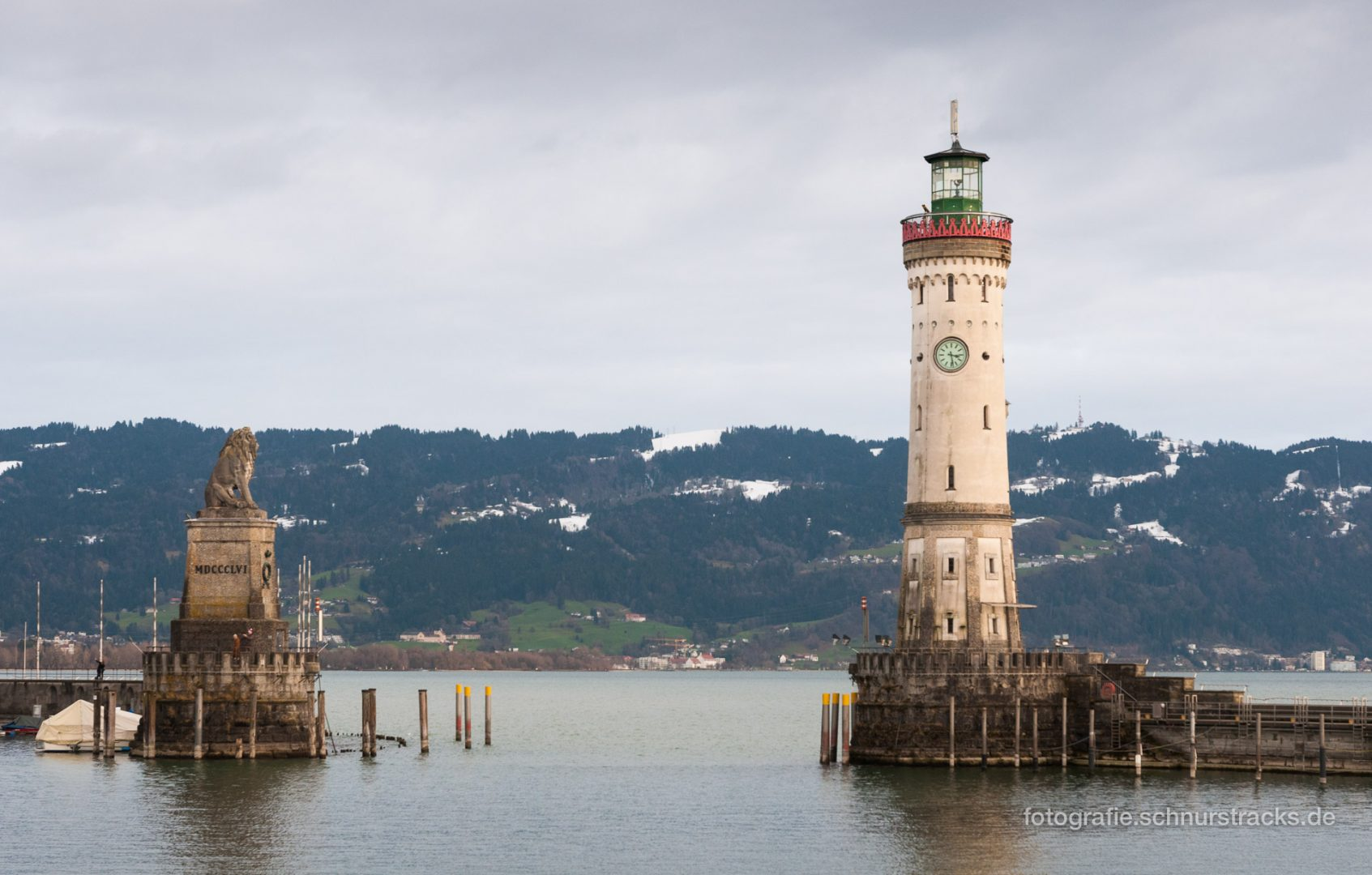 Einfahrt zum Lindauer Hafen mit Löwe und Leuchtturm #0753
