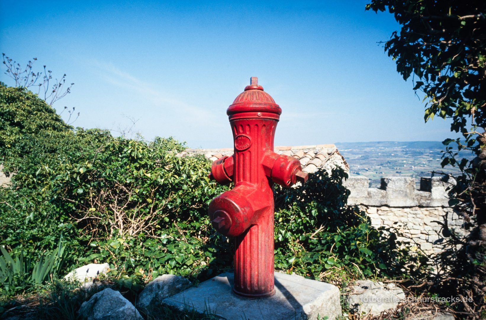 Roter Hydrant in Lacoste - Provence #0624