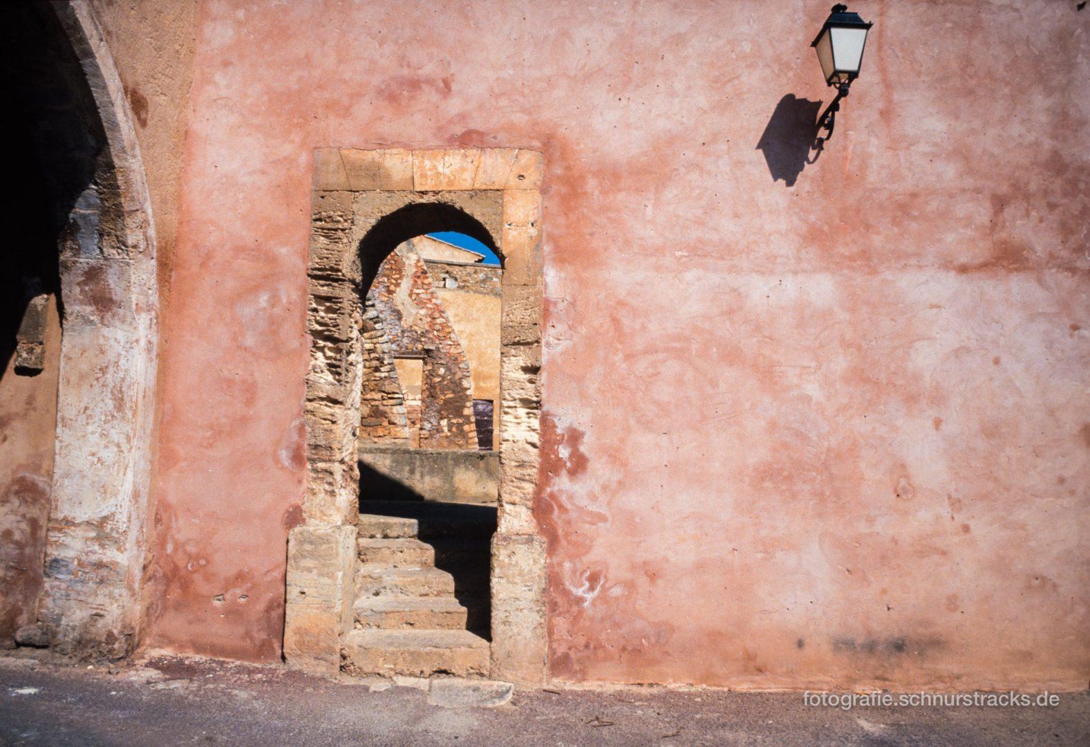 Ockerfarbene Wand in Roussillon - Luberon - Provence #0664
