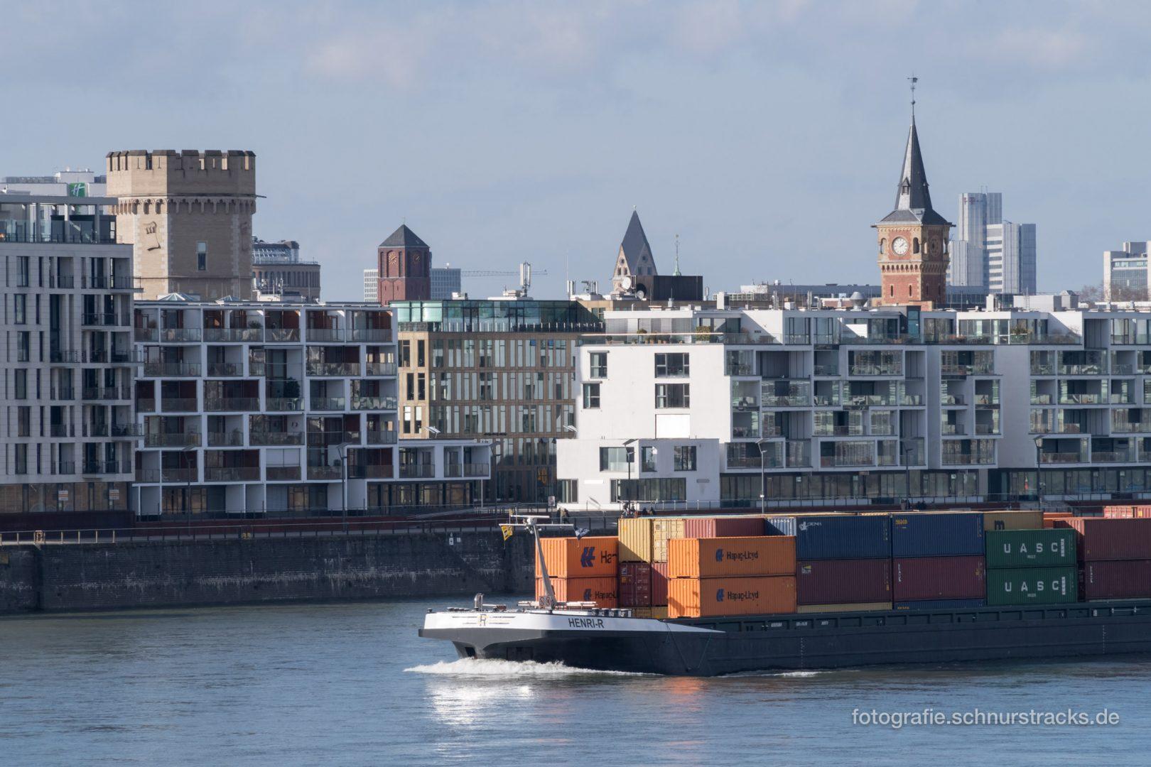 Rheinschiff Henri-R passiert Rheinauhafen #0920