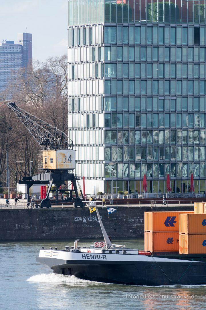 Rheinschiff Henri-R passiert Rheinauhafen #0935