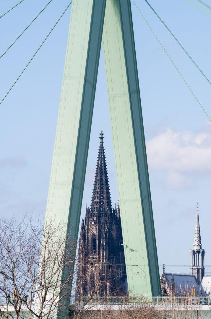 Kölner Dom im Pylon der Severinsbrücke #0905