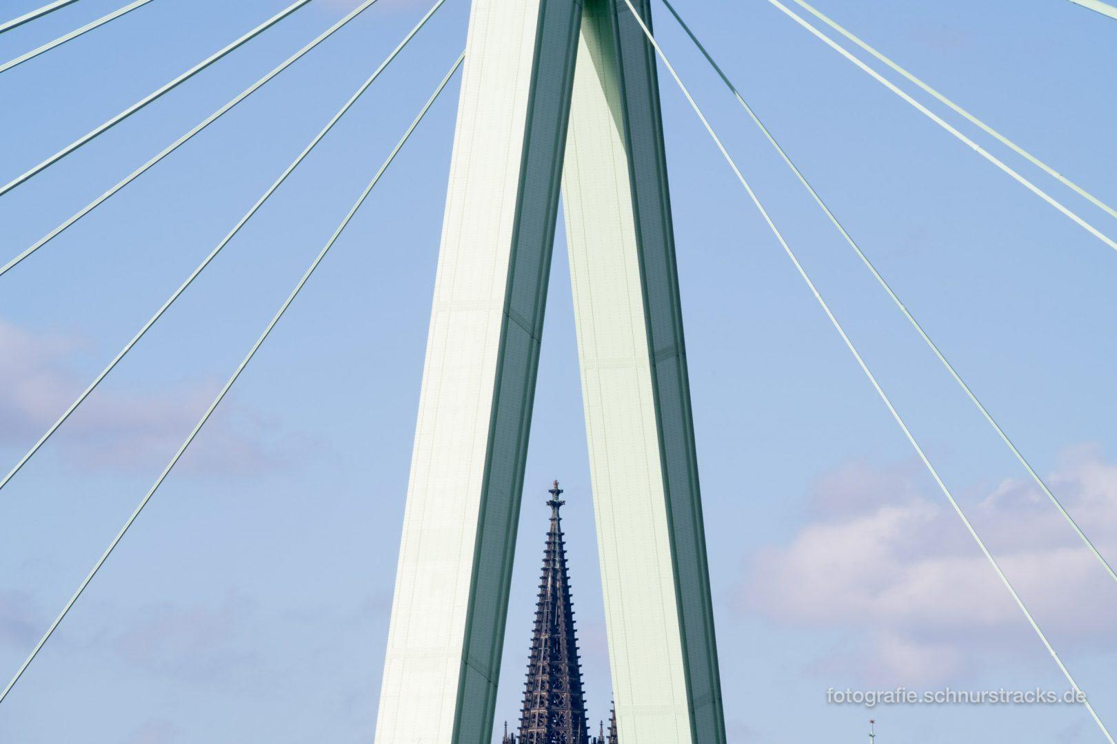 Kölner Domspitze im Pylon der Severinsbrücke #0909