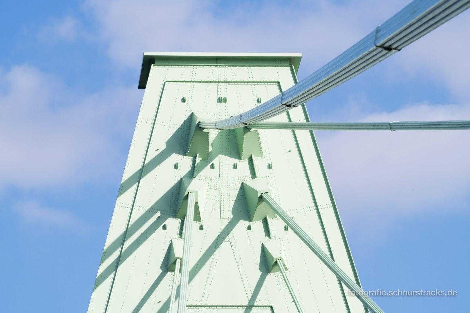 Pylonspitze der Severinsbrücke #1126
