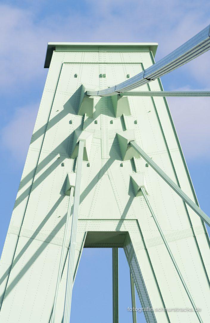 Pylonspitze der Severinsbrücke #1128