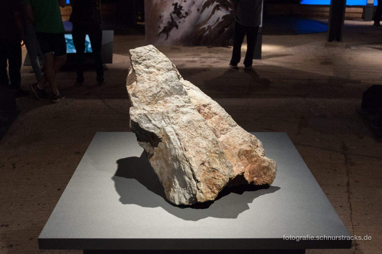 """Gesteinsbrocken von der Matterhornspitze im Gasometer – """"Der Berg ruft"""" #0993"""