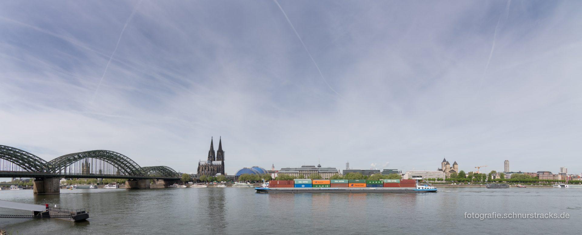 Containerschiff im Kölnpanorama #1624