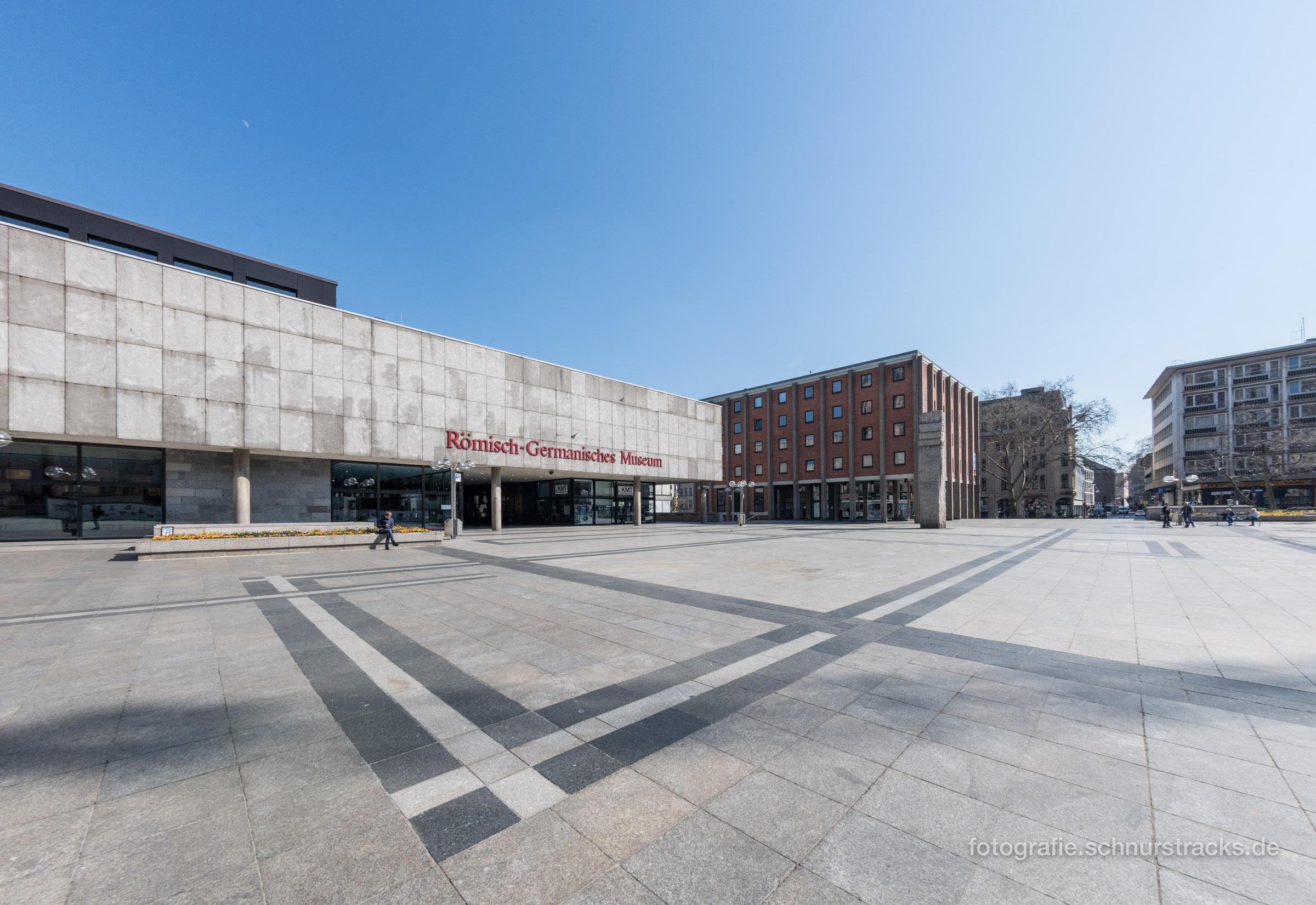 Römisch-Germanisches Museum und leere Domplatte in Köln #2014