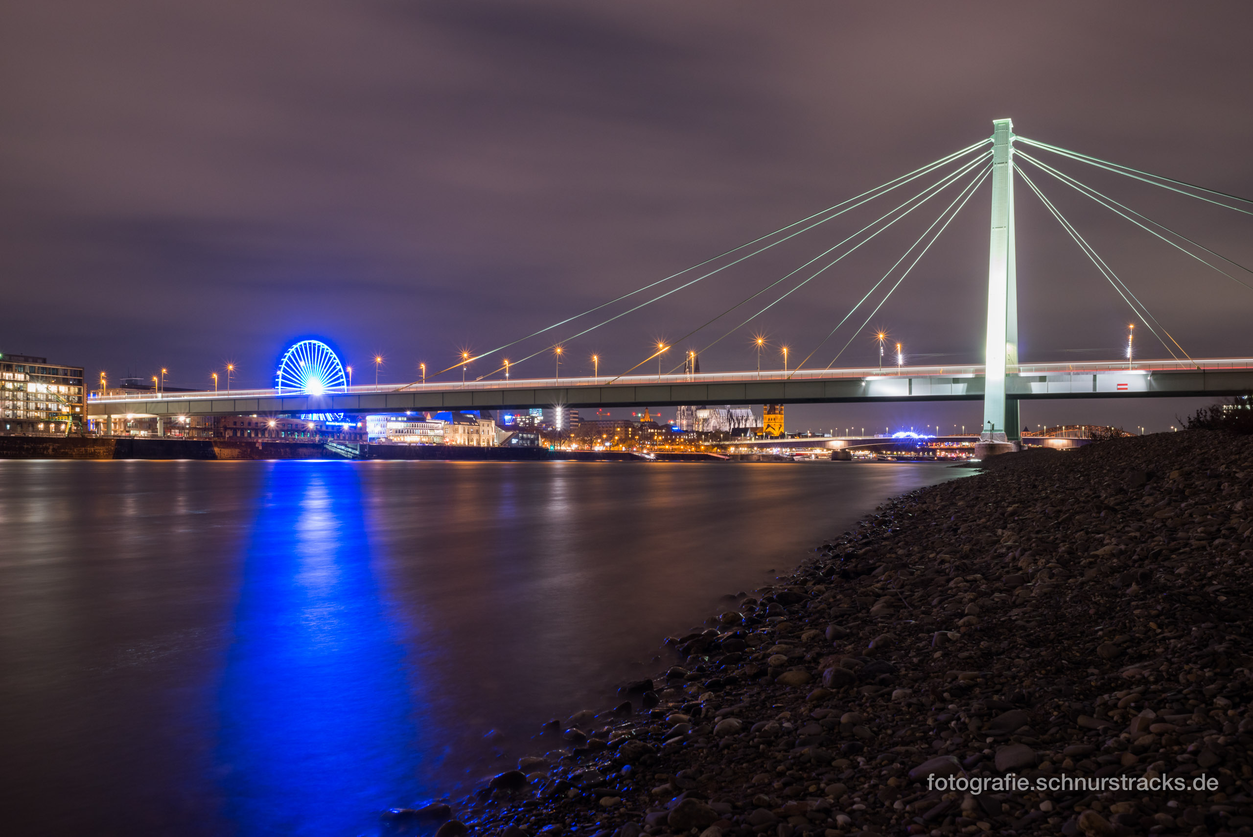 Severinsbrücke bei Nacht