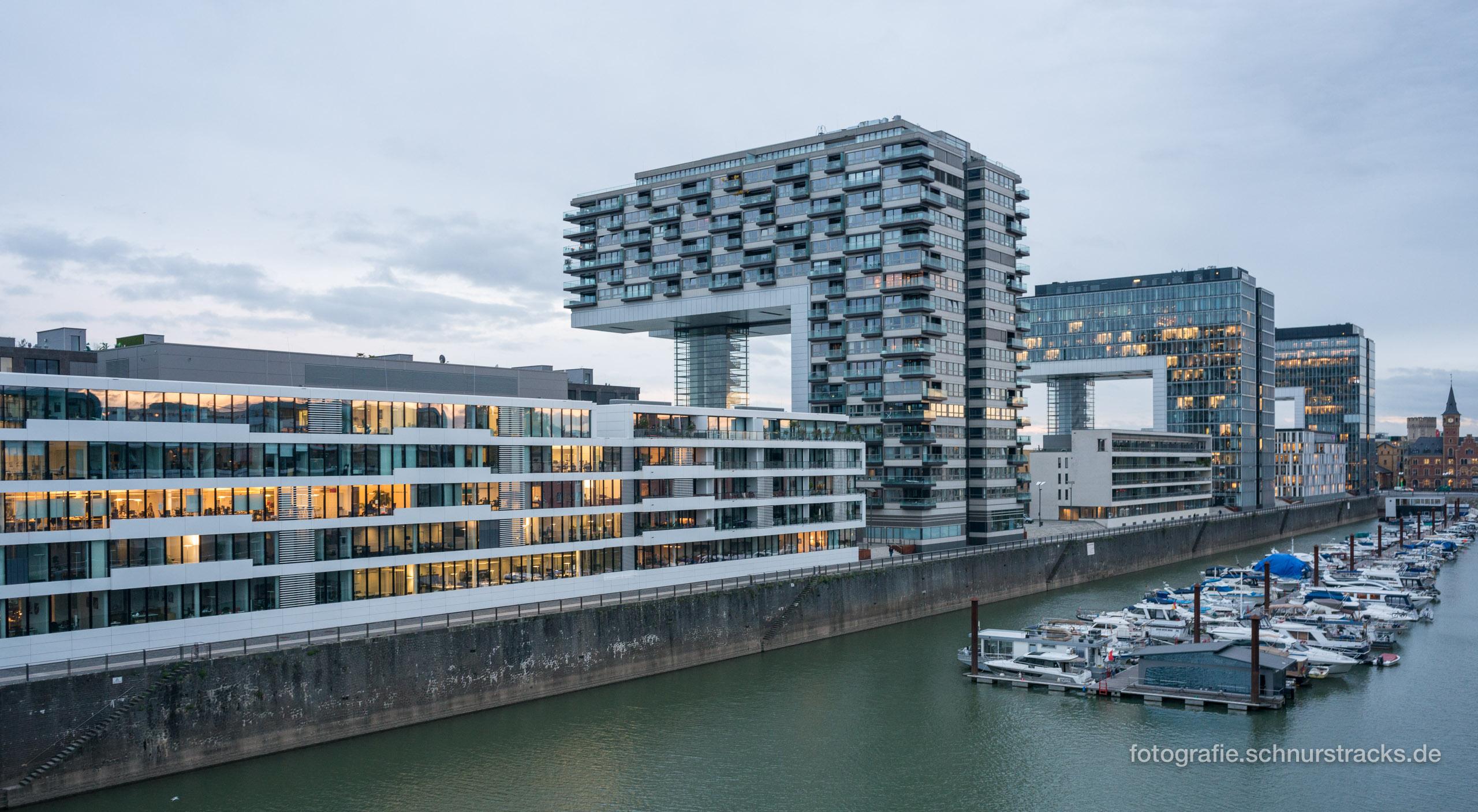 Kranhäuser und Rheinauhafen