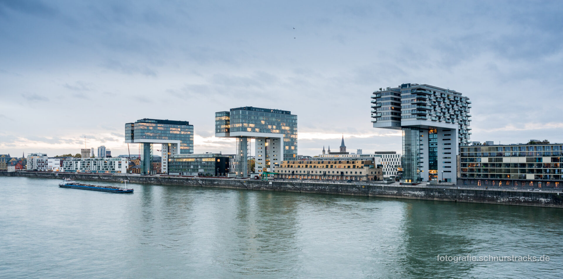 Kranhäuser am Rhein