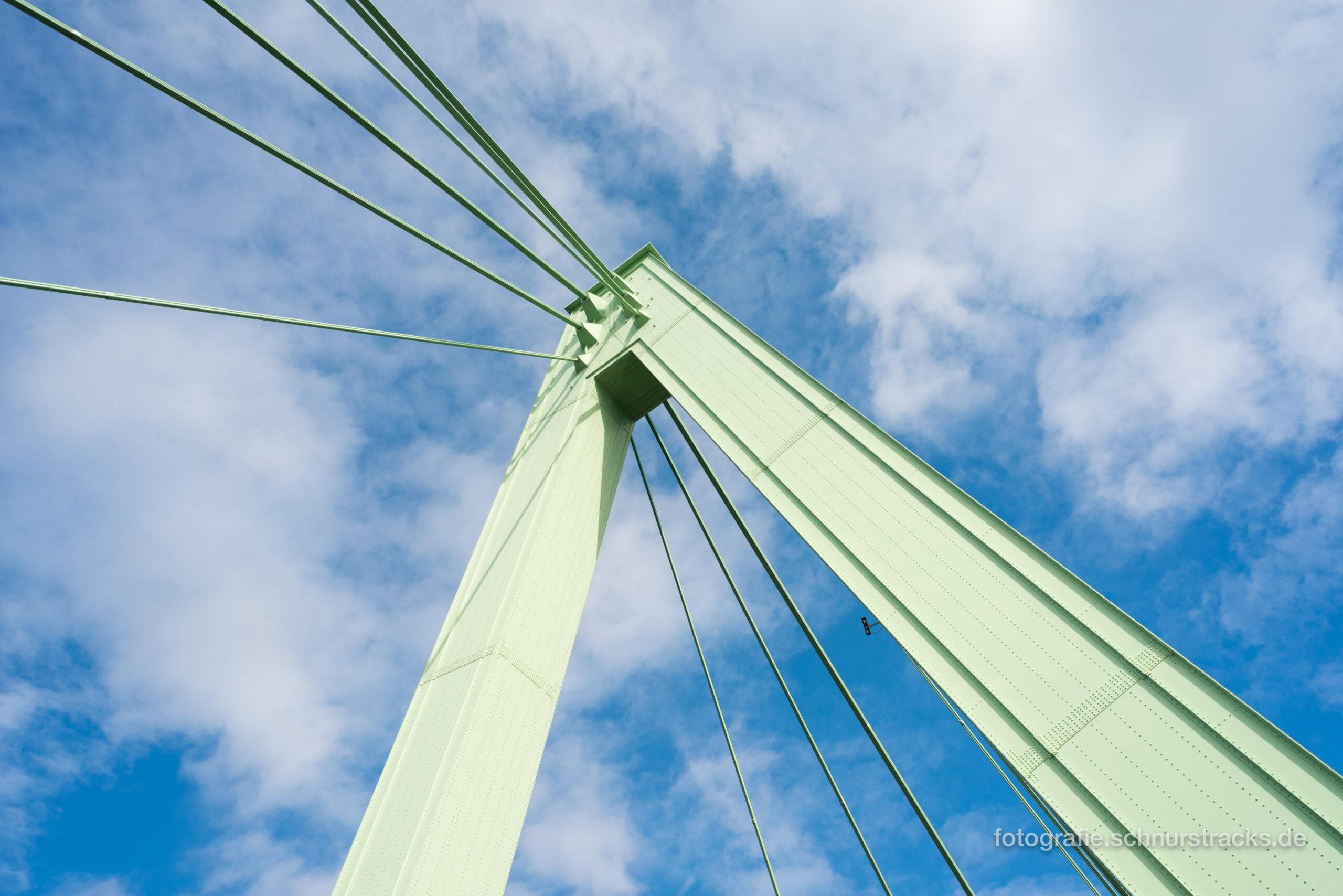 Severinsbrücke Pylon