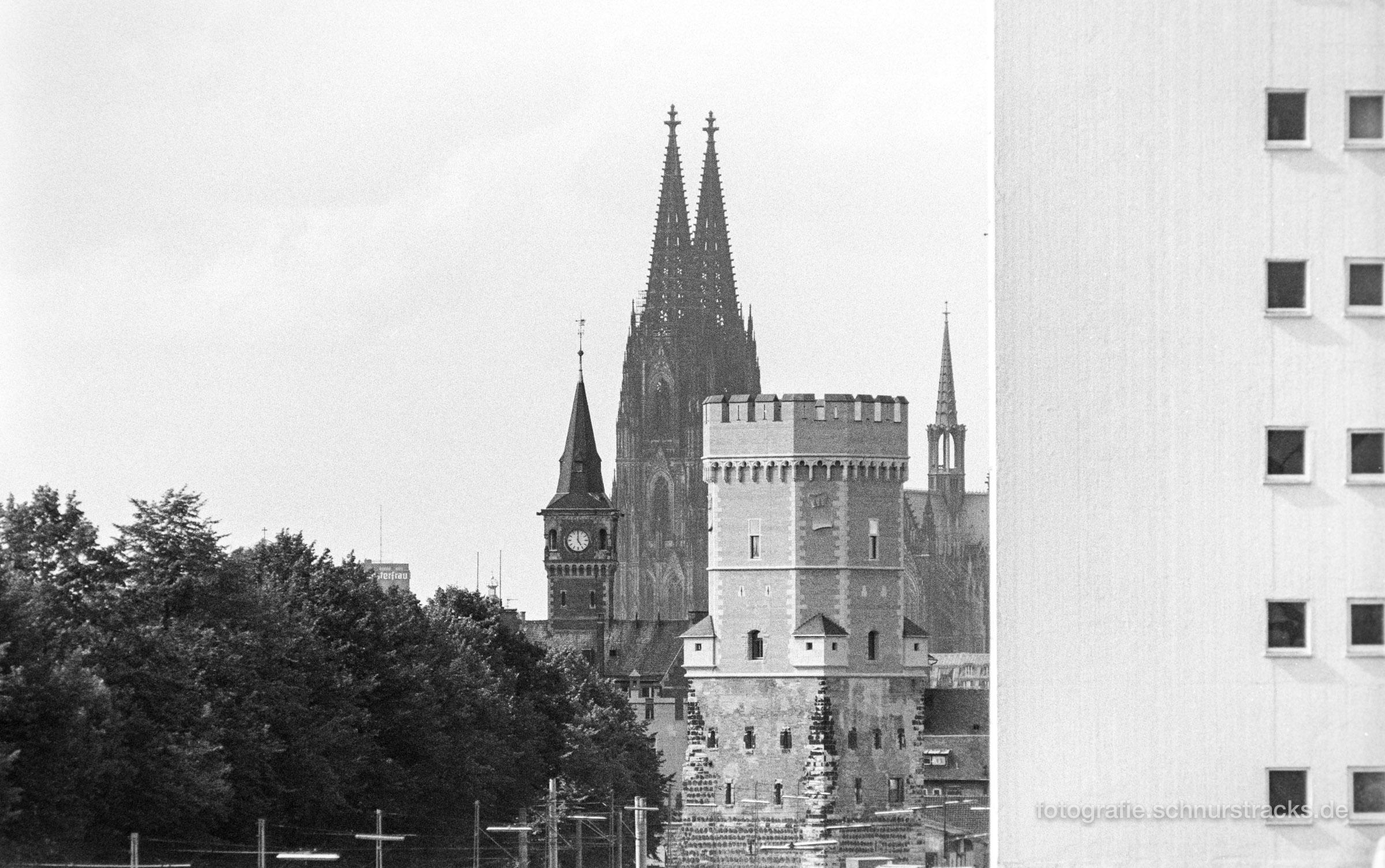 Hafenamt, Kölner Dom und Bayenturm 1994