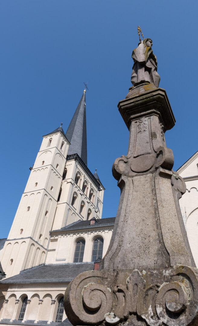 Abtei Brauweiler – Abteikirche und doppelköpfige Maria